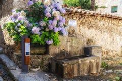 Świeża woda pije fontannę Zdjęcia Royalty Free