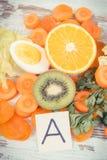 Świeża zdrowa karmowa zawiera witamina A, naturalne kopaliny i żywienioniowy włókno, odżywczy łasowania pojęcie obraz stock