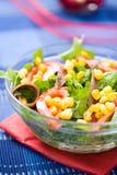 Świeża zielona sałatka z kukurudzą i sardelą Zdjęcia Stock