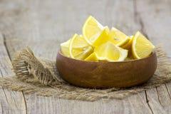 Świeże cytryny w pucharze Zdjęcia Stock