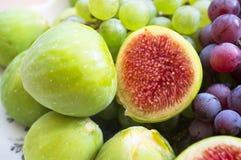 Świeże figi i winogrono Obrazy Stock