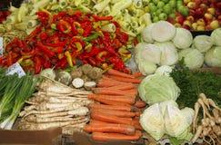 Świeże i organicznie owoc w rynku i warzywa Zdjęcia Stock