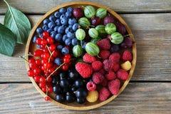Świeże lato jagody na talerzu Obrazy Royalty Free