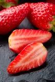 świeże organicznie dojrzałe truskawki zdjęcia stock
