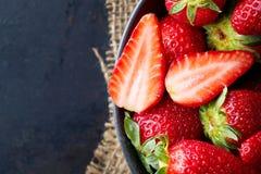 świeże organicznie dojrzałe truskawki obrazy royalty free