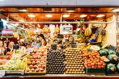 Świeże owoc Dla sprzedaży W Barcelona rynku Zdjęcia Stock