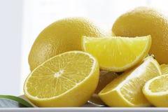 Świeże pomarańcze pokrajać Pomarańcze w ten sposób apetyczne zdjęcia stock
