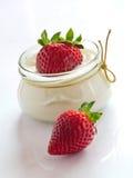 Świeże truskawki z waniliowym curd obrazy royalty free