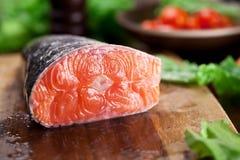 świeżego łososia Kulinarny proces Zdjęcia Royalty Free