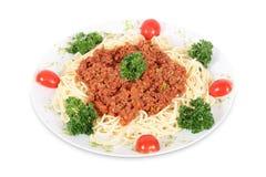Świeżego i wyśmienicie spagetti bolognese włoski makaron na odosobnionym białym tle zdjęcie stock