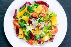 Świeżego warzywa mieszanki Mangowa sałatka Obrazy Stock