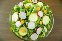 Świeżego warzywa sałatka w pucharze Fotografia Stock