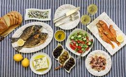 Świeżo gotować owoce morza piec na grillu dennego leszcza ryba, smażyć czerwone barweny, ośmiornica w octu kumberlandzie, sardynk Obrazy Stock