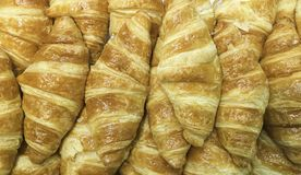 Świeżo piec chleb od całej banatki i adra w supermarkecie fotografia stock