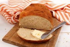 Świeżo piec ciepły plasterka chleb z irlandzkim masłem Obraz Royalty Free