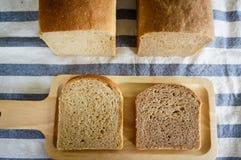 Świeżo piec domowej roboty cały banatki adry chleb Zdjęcie Stock