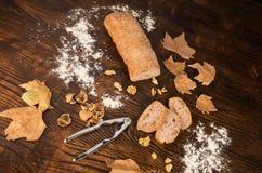 Świeżo piec orzecha włoskiego chleb Obraz Stock
