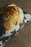 Świeżo piec tradycyjny chleb na czarny i biały marmuru stole Obrazy Royalty Free