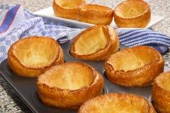 Świeżo piec Yorkshire pudding w wypiekowej tacy Fotografia Stock