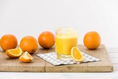 Świeżo przygotowany sok pomarańczowy zdjęcia royalty free