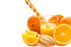 Świeżo przygotowany sok pomarańczowy, zdrowy napój odizolowywający na białym b obrazy stock