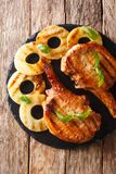 Świeżo przygotowany wyśmienicie piec na grillu wieprzowina kotlecik w miodowym ananasie obrazy stock