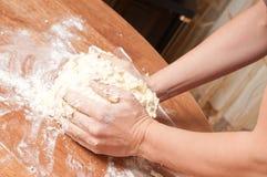 świeżo przygotowywający chlebowy ciasto zdjęcia stock