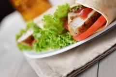 Świeżo robić tortilla opakunki z kurczakiem i warzywami Obrazy Royalty Free