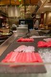 Świeży Łososiowy Sashimi w luksusowej bufet restauracji obrazy stock