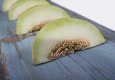 Świeży żółty melon lub kantalup na starej drewnianej desce obrazy royalty free