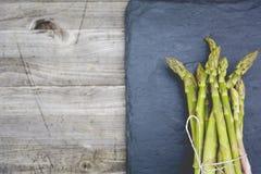 Świeży życiorys zielony asparagus Zdjęcia Stock
