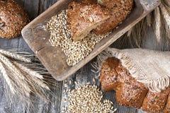Świeży żyto bochenek chleb, wieśniaka styl Fotografia Stock