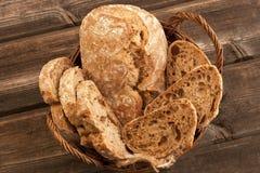 Świeży żyto bochenek chleb, wieśniaka styl zdjęcie royalty free