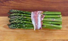 Świeży asparagus z bekonem Zdjęcie Stock
