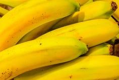 Świeży bananowy żółty tło Fotografia Stock