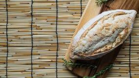 świeży chleb i piec towary na drewnianym Obraz Royalty Free