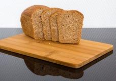 Świeży chleb na drewnianej desce Obraz Stock