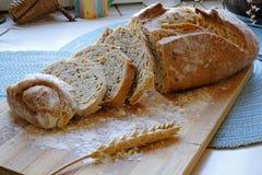 Świeży chleb z ziarno plasterków krajobrazu stroną szeroką Obraz Royalty Free