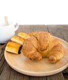 Świeży croissant i kulebiak Obraz Royalty Free
