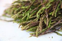 Świeży dziki asparagus dla tła Zdjęcia Royalty Free
