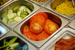 Świeży fast food dzielił w pudełkach w fast food restauraci Zdjęcia Stock