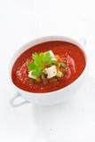 Świeży gazpacho z croutons w pucharze, pionowo Zdjęcie Royalty Free