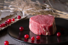 Świeży gemowy mięso na drewnianym stole Zdjęcia Stock