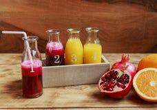 Świeży granatowa sok i pomarańczowy ściśnięcie Fotografia Royalty Free
