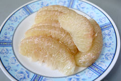 Świeży grapefruitowy na naczyniu Fotografia Royalty Free