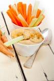 Świeży hummus upad z surową marchewką i selerem Fotografia Stock