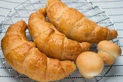 Świeży i smakowity croissant Zdjęcie Stock
