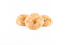 Świeży i smakowity croissant na koszykowy drewniany odosobnionym w białym bac Obrazy Royalty Free