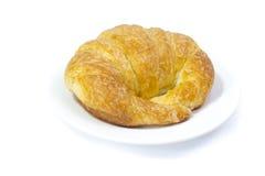 Świeży i smakowity croissant nad białym tłem Obrazy Royalty Free