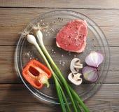 Świeży i surowy mięso pieczarka i cebula Obraz Stock